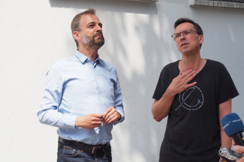 Stefan Liebich (Die Linke) und Martin Rathke (Betriebsratsvorsitzender) im Gespräch
